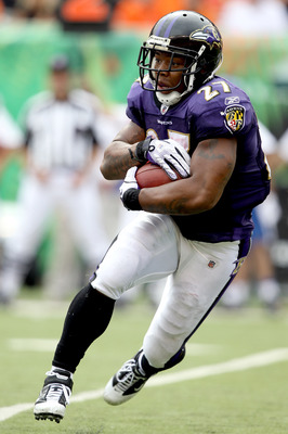 CINCINNATI - SEPTEMBER 19: Ray Rice #27 of the Baltimore Ravens carries the ball against the Cincinnati Bengals at Paul Brown Stadium on September 19, 2010 in Cincinnati, Ohio. The Bengals beat the Ravens 15-10.  (Photo by Matthew Stockman/Getty Images)