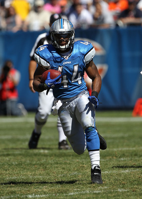 CHICAGO - SEPTEMBER 12: Jahvid Best #44 of the Detroit Lions runs against the Chicago Bears during the NFL season opening game at Soldier Field on September 12, 2010 in Chicago, Illinois. The Bears defeated the Lions 19-14. (Photo by Jonathan Daniel/Getty