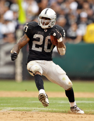 OAKLAND, CA - SEPTEMBER 19:  Darren McFadden #20 of the Oakland Raiders runs with the ball during their game against the St. Louis Rams at the Oakland-Alameda County Coliseum on September 19, 2010 in Oakland, California.  (Photo by Ezra Shaw/Getty Images)
