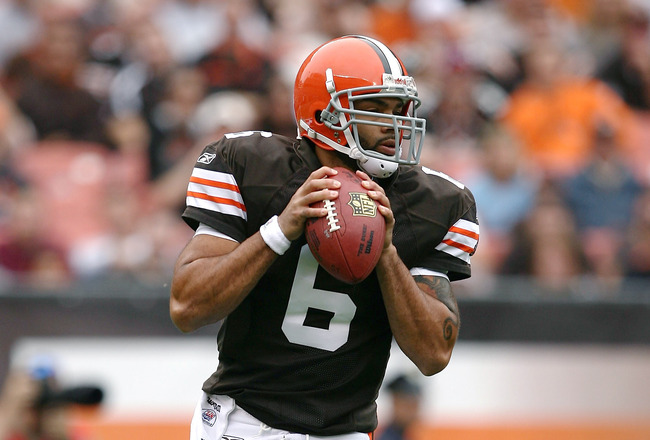 CLEVELAND - SEPTEMBER 19:  Quarterback Seneca Wallace #6 of the Cleveland Browns looks for a receiver against the Kansas City Chiefs at Cleveland Browns Stadium on September 19, 2010 in Cleveland, Ohio.  (Photo by Matt Sullivan/Getty Images)