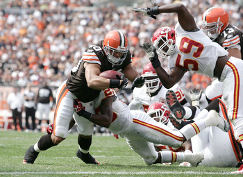 CLEVELAND - SEPTEMBER 19:  Running back Peyton Hillis #40 of the Cleveland Browns runs the ball for a touchdown as he is hit by linebacker Jovan Belcher #59 of the Kansas City Chiefs at Cleveland Browns Stadium on September 19, 2010 in Cleveland, Ohio.  (