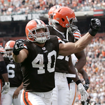 CLEVELAND - SEPTEMBER 19:  Running back Peyton Hillis #40 of the Cleveland Browns celebrates after scoring a touchdown against the Kansas City Chiefs at Cleveland Browns Stadium on September 19, 2010 in Cleveland, Ohio.  (Photo by Matt Sullivan/Getty Imag