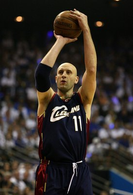 ORLANDO, FL - MAY 30: Zydrunas Ilgauskas #11 of the Cleveland Cavaliers shoots the ball against the Orlando Magic in Game Six of the Eastern Conference Finals during the 2009 Playoffs at Amway Arena on May 30, 2009 in Orlando, Florida. NOTE TO USER: User