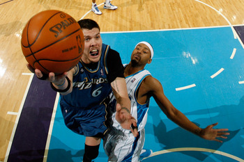 NEW ORLEANS - MARCH 31:  Mike Miller #6 of the Washington Wizards shoots the ball over Morris Peterson #24 of the New Orleans Hornets at New Orleans Arena on March 31, 2010 in New Orleans, Louisiana.  The Wizards defeated the Hornets 96-91.  NOTE TO USER: