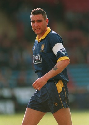 18 MAR 1995:  VINNIE JONES OF WIMBLEDON IN ACTION DURING A PREMIERSHIP MATCH AGAINST CRYSTAL PALACE AT SELHURST PARK. WIMBLEDON WON THE GAME 2-0. Mandatory Credit: Mike Hewitt/ALLSPORT