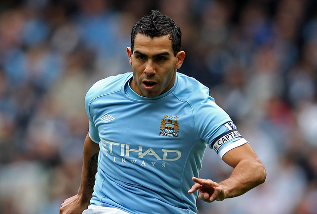 MANCHESTER, ENGLAND - SEPTEMBER 25:  Carlos Tevez of Manchester City in action during the Barclays Premier League match between Manchester City and Chelsea at the City of Manchester Stadium on September 25, 2010 in Manchester, England.  (Photo by Michael