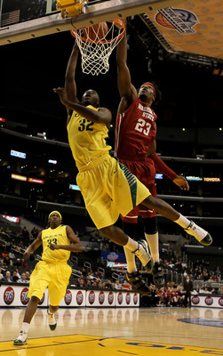 LOS ANGELES, CA - MARCH 10:  Teondre Williams #32 of the Oregon Ducks drives to the basket for a layup past DeAngelo Casto #23 of the Washington State Cougars in the second half during the first round of the Pac-10 Basketball Tournament at Staples Center