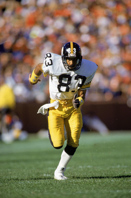 SAN FRANCISCO ?? OCTOBER 21:  Wide receiver Louis Lipps #83 of the Pittsburgh Steelers runs upfield during a NFL game against the San Francisco 49ers at Candlestick Park on October 21, 1990 in San Francisco, California.  The 49ers defeated the Steelers 27
