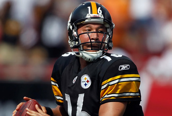 TAMPA, FL - SEPTEMBER 26:  Quarterback Charlie Batch #16 of the Pittsburgh Steelers looks for an open receiver against the Tampa Bay Buccaneers during the game at Raymond James Stadium on September 26, 2010 in Tampa, Florida. The undefeated Steelers won 3