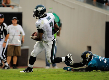 JACKSONVILLE, FL - SEPTEMBER 26:  Quarterback Michael Vick #7 of the Philadelphia Eagles runs for a touchdown past safety Courtney Greene #36 of the Jacksonville Jaguars at EverBank Field on September 26, 2010 in Jacksonville, Florida. The Eagles defeated