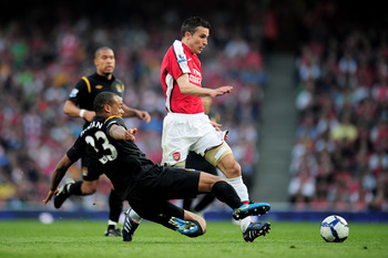 LONDON, ENGLAND - APRIL 24:  Robin Van Persie of Arsenal is tackled by Vincent Kompany of Manchester City during the Barclays Premier League match between Arsenal and Manchester City at the Emirates Stadium on April 24, 2010 in London, England.  (Photo by