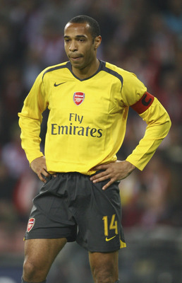 EINDHOVEN, NETHERLANDS - FEBRUARY 20:  Thierry Henry of Arsenal looks despondent during the UEFA Champions League Round of 16, first leg match between PSV Eindhoven and Arsenal at the Philips Stadium on February 20, 2007 in Eindhoven, Netherlands.  (Photo