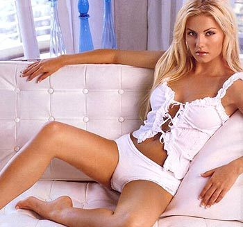 Elisha-cuthbert-5_display_image