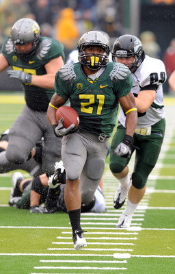 EUGENE, OR - SEPTEMBER 18: Running back LaMichael James #21of the Oregon Ducks heads to the end zone for a touchdown as defensive end Jack Forbes #99 of the Portland State Vikings gives chase in the second quarter of the game at Autzen Stadium on Septembe