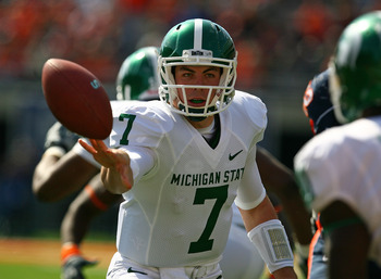 CHAMPAIGN, IL - OCTOBER 10: Keith Nicol #7 of the Michigan State Spartans pitches the ball to a running back against the Illinois Fighting Illini on October 10, 2009 at Memorial Stadium at the University of Illinois in Champaign, Illinois. (Photo by Jonat