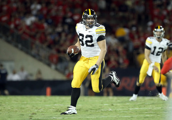TUCSON, AZ - SEPTEMBER 18:  Tight end Allen Reisner #82 of the Iowa Hawkeyes runs with the ball during the college football game against the Arizona Wildcats at Arizona Stadium on September 18, 2010 in Tucson, Arizona. The Wildcats defeated the Hawkeyes 3