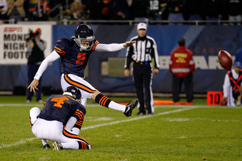 CHICAGO - SEPTEMBER 27:  Robbie Gould #9 of the Chicago Bears kicks a successful 19-yard field goal, from the hold of Brad Maynard #4, with 4 seconds left in the fourth quarter to give the Bears a 20-17 win against the Green Bay Packers at Soldier Field o