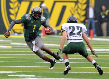 EUGENE, OR - SEPTEMBER 18: Quarterback Darron Thomas #1 of the Oregon Ducks tries to get past safety Nathan Snow #22 of the Portland State Vikings in the second quarter of the game at Autzen Stadium on September 18, 2010 in Eugene, Oregon.  (Photo by Stev