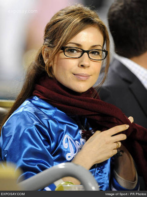 Alyssa-milano-san-francisco-giants-vs-los-angeles-dodgers-2-3-april-1-2008-1vik6h_display_image
