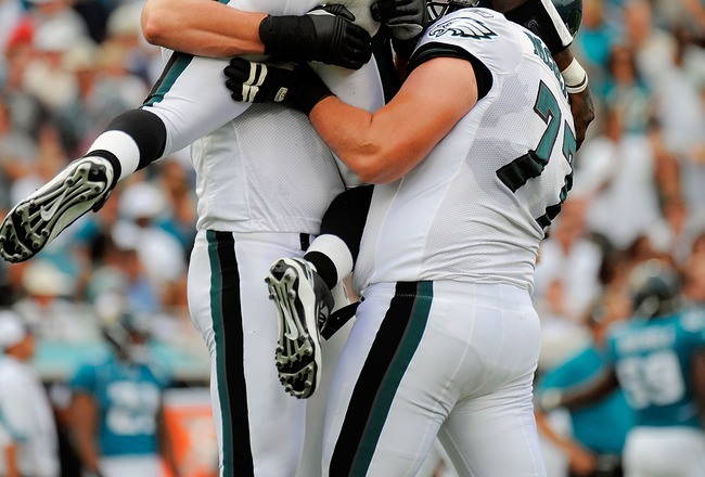 JACKSONVILLE, FL - SEPTEMBER 26:  Quarterback Michael Vick #7 of the Philadelphia Eagles celebrates with offensive linemen Todd Herremans #79 and Mike McGlynn #77 after throwing a touchdown pass in the first quarter against the Jacksonville Jaguars at Eve