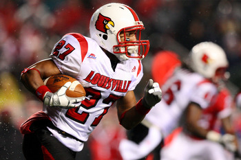 PISCATAWAY, NJ - DECEMBER 04:  Doug Beaumont #27 of the Louisville Cardinals runs with the ball against the Rutgers Scarlet Knights at Rutgers Stadium on December 4, 2008 in Piscataway, New Jersey.  (Photo by Jim McIsaac/Getty Images)