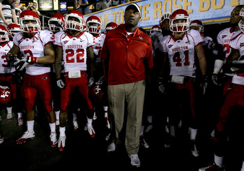 PASADENA, CA - SEPTEMBER 18:  Head coach Kevin Sumlin of the Houston Cougars leads his team onto the field before the game with the UCLA Bruins at the Rose Bowl on September 18, 2010 in Pasadena, California.  (Photo by Stephen Dunn/Getty Images)