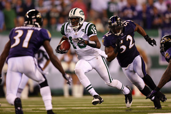 EAST RUTHERFORD, NJ - SEPTEMBER 13:  Brad Smith #16 of the New York Jets runs past Ray Lewis #52 of the Baltimore Ravens during their home opener at the New Meadowlands Stadium on September 13, 2010 in East Rutherford, New Jersey.  (Photo by Andrew Burton