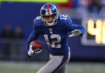 EAST RUTHERFORD, NJ - DECEMBER 27:  Steve Smith #12 of the New York Giants runs against the Carolina Panthers at Giants Stadium on December 27, 2009 in East Rutherford, New Jersey.  (Photo by Nick Laham/Getty Images)