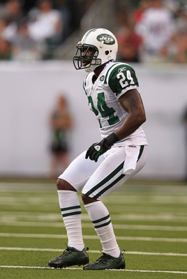 EAST RUTHERFORD, NJ - SEPTEMBER 19:  Darrelle Revis #24 of the New York Jets in action against the New England Patriots during their  game on September 19, 2010 at the New Meadowlands Stadium  in East Rutherford, New Jersey.  (Photo by Al Bello/Getty Imag