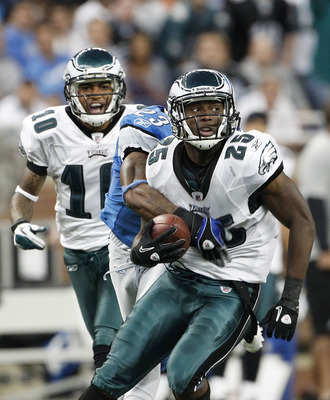 DETROIT - SEPTEMBER 19:  LeSean McCoy #25 of the Philadelphia Eagles runs for a 12 yard gain during the third quarter of the game against the Detroit Lions at Ford Field on September 19, 2010 in Detroit, Michigan. The Eagles defeated the Lions 35-32.  (Ph
