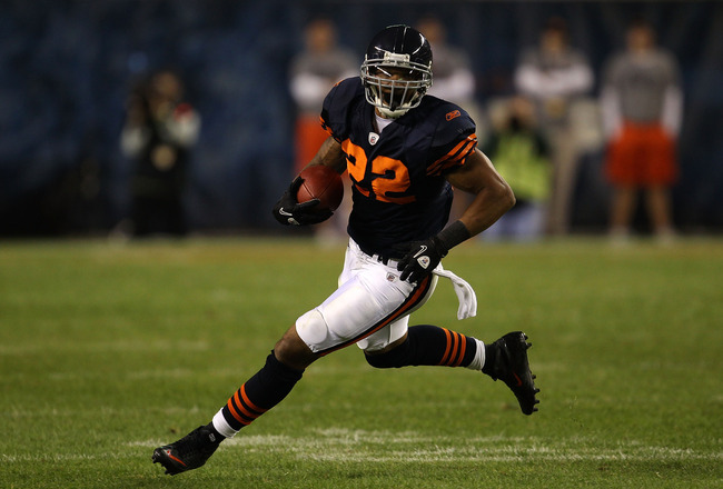 CHICAGO - SEPTEMBER 27:  Matt Forte #22 of the Chicago Bears runs the ball against the Green Bay Packers at Soldier Field on September 27, 2010 in Chicago, Illinois.  (Photo by Jonathan Daniel/Getty Images)