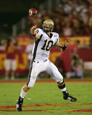LOS ANGELES - SEPTEMBER 1:  Idaho quarterback Nathan Enderle fires a pass against USC at the Los Angeles Memorial Coliseum on September 1, 2007 in Los Angeles, California. The Vandals were defeated by the top-ranked Trojans won 38-10. (Photo by Kevin Terr