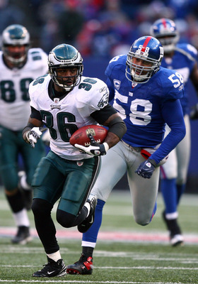EAST RUTHERFORD, NJ - DECEMBER 07:  Brian Westbrook #36 of the Philadelphia Eagles runs for a touchdown as Antonio Pierce #58 of the New York Giants gives chase in the fourth quarter on December 7, 2008 at Giants Stadium in East Rutherford, New Jersey.  (