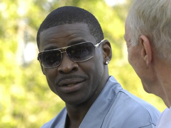 CANTON, OH - AUGUST 04: Michael Irvin (L) talks with Dallas Cowboys owner Jerry Jones during a parade before the Class of 2007 Pro Football Hall of Fame Enshrinement Ceremony August 4, 2007 in Canton, Ohio. (Photo by Al Messerschmidt/Getty Images)