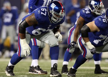 EAST RUTHERFORD, NJ - DECEMBER 06:  Kareem McKenzie #67 of the New York Giants defends against the Dallas Cowboys on December 6, 2009 at Giants Stadium in East Rutherford, New Jersey. The Giants defeated the Cowboys 31-24.  (Photo by Jim McIsaac/Getty Ima