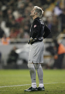 VALENCIA, SPAIN - DECEMBER 15:  Santiago Canizares of Valencia reacts after conceding a goal during the La Liga match between Valencia and Barcelona at the Mestalla Stadium December 15, 2007 in Valencia, Spain. Barcelona won the match 3-0.  (Photo by Jasp