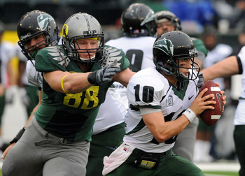 EUGENE, OR - SEPTEMBER 18: Defensive tackle Brandon Bair #88 of the Oregon Ducks reaches out to tackle quarterback Connor Kavanaugh #10 in the second quarter of the game against the Portland State Vikings at Autzen Stadium on September 18, 2010 in Eugene,