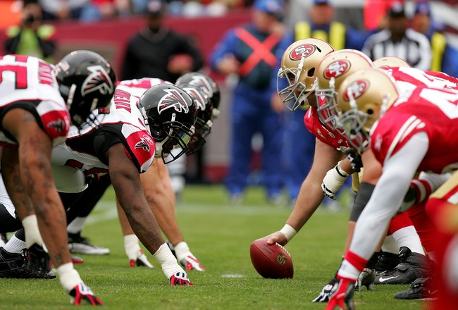 SAN FRANCISCO - OCTOBER 11:  The San Francisco 49ers offense lines up against the Atlanta Falcons at Candlestick Park on October 11, 2009 in San Francisco, California.  (Photo by Ezra Shaw/Getty Images)