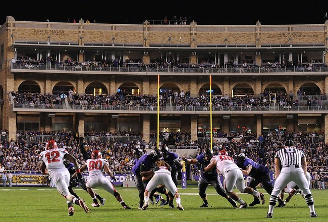 FORT WORTH, TX - NOVEMBER 14:  A field level view of the Utah Utes and the TCU Horned Frogs at Amon G. Carter Stadium on November 14, 2009 in Fort Worth, Texas.  (Photo by Ronald Martinez/Getty Images)