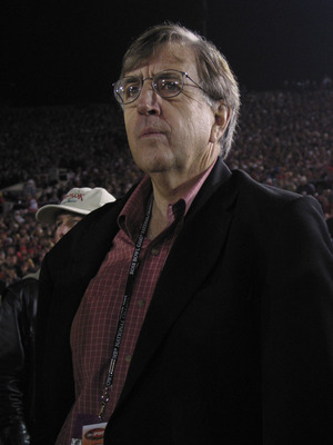 3 Jan 2002:   ABC broadcaster Brent Musberger on the sidelines during the Rose Bowl National Championship Game at the Rose Bowl in Pasadena, California.  Miami won 37-14.  DIGITAL IMAGE    Mandatory Credit:  Stephen Dunn/Getty Images
