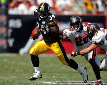 TAMPA, FL - SEPTEMBER 26:  Running back Rashard Mendenhall #34 of the Pittsburgh Steelers tries to out run defenders Cody Grimm #35 and Ronde Barber #20 of the Tampa Bay Buccaneers during the game at Raymond James Stadium on September 26, 2010 in Tampa, F