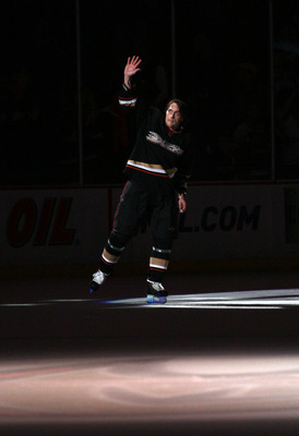 ANAHEIM, CA - MARCH 21:  Teemu Selanne #8 of the Anaheim Ducks skates to center ice to acknowledge the fans after the game against the Colorado Avalanche in which Selanne scored his 600th career NHL goal in the second period in their NHL game at the Honda