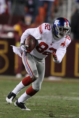 LANDOVER, MD - DECEMBER 21:  Mario Manningham #82 of the New York Giants in action against the Washington Redskinsduring their game on December 21, 2009 at Fedex Field in Landover, Maryland.  (Photo by Al Bello/Getty Images)