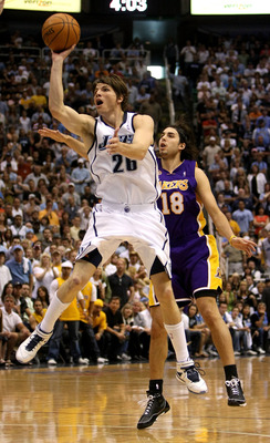 SALT LAKE CITY - MAY 11: Kyle Korver #26 of the Utah Jazz shoots the ball against Sasha Vujacic #18 of the Los Angeles Lakers in Game Four of the Western Conference Semifinals during the 2008 NBA Playoffs on May 11, 2008 at Energy Solutions Arena in Salt