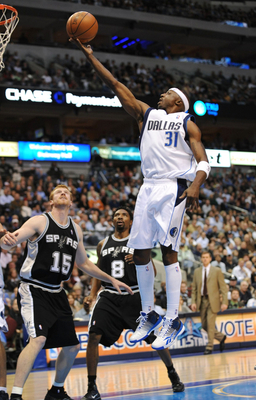 DALLAS - NOVEMBER 18:  Jason Terry #31 of the Dallas Mavericks lays up a shot against the San Antonio Spurs during the game at American Airlines Center on November 18, 2009 in Dallas, Texas. NOTE TO USER: User expressly acknowledges and agrees that, by do