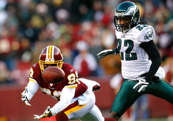 LANDOVER, MD - DECEMBER 21:  Receiver Santana Moss #89 of the Washington Redskins fails to pull in this reception against Asante Samuel #22 of the Philadelphia Eagles during the game on December 21, 2008 at FedEx Field in Landover, Maryland.  (Photo by Ke