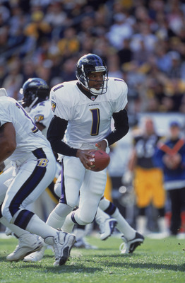 4 Nov 2001:  Randall Cunningham #1 of the Baltimore Ravens moves with the ball during the game against the Pittsburgh Steelers at Heinz Field in Pittsburgh, Pennsylvania. The Ravens defeated the Steelers 13-10. ImagesMandatory Credit:  Jamie Squire /Allsp