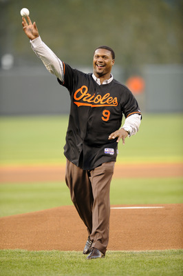 BALTIMORE - APRIL 18:  Former Baltimore Ravens quarterback Steve McNair throws out the opening pitch before the game between the New York Yankees and the Baltimore Orioles April 18, 2008 at Camden Yards in Baltimore , Maryland.  (Photo by Greg Fiume/Getty