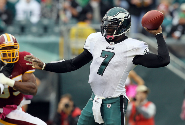 PHILADELPHIA - OCTOBER 03:  Michael Vick #7 of the Philadelphia Eagles throws a pass against the Washington Redskins on October 3, 2010 at Lincoln Financial Field in Philadelphia, Pennsylvania.  (Photo by Jim McIsaac/Getty Images)