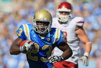 PASADENA, CA - OCTOBER 02:  Running back Johnathan Franklin #23 of the UCLA Bruins carries the ball against the Washington State Cougars during the third quarter at the Rose Bowl on October 2, 2010 in Pasadena, California. UCLA defeated Washington State 4